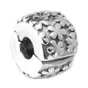 Pandora a flower clips